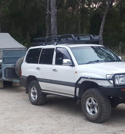 Towing Landcruiser 105